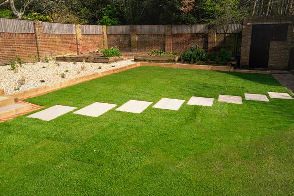 Широкие прямоугольные плиты могут быть уложены со смещением