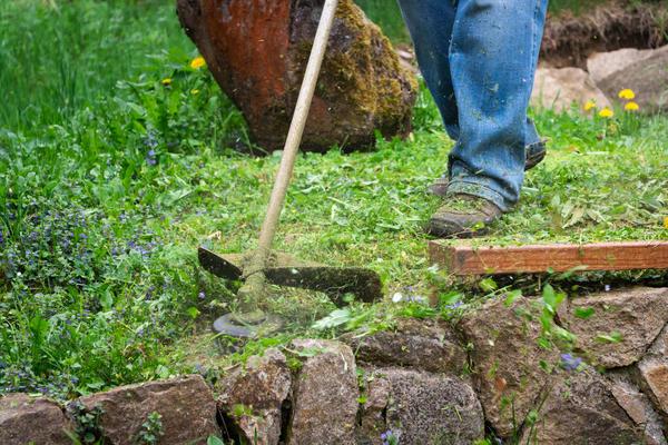 Следите, чтобы на обрабатываемой поверхности не было посторонних предметов