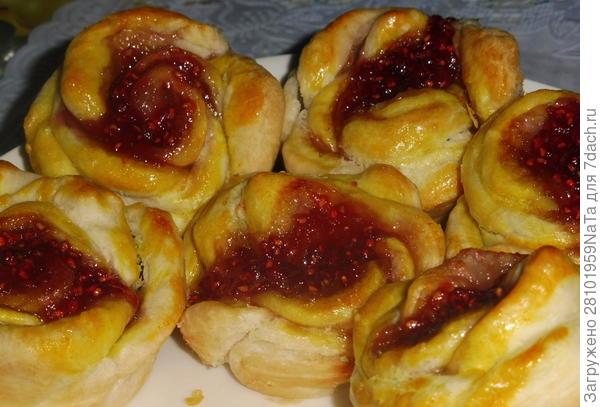 Булочки с малиновым джемом - пошаговый рецепт приготовления с фото