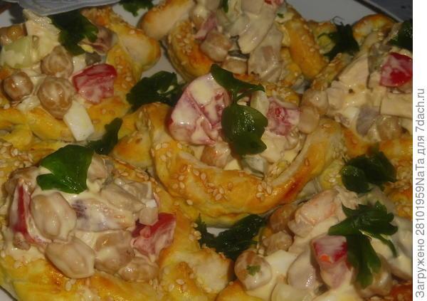Салат с нутом и копченой куриной грудкой в тарталетках - пошаговый рецепт приготовления с фото