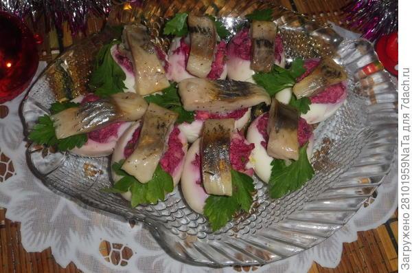 Сельдь с; дымком; и фаршированные куриные яйца - пошаговый рецепт приготовления с фото