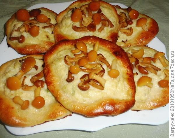 Ватрушки с картофелем и грибами - пошаговый рецепт приготовления с фото