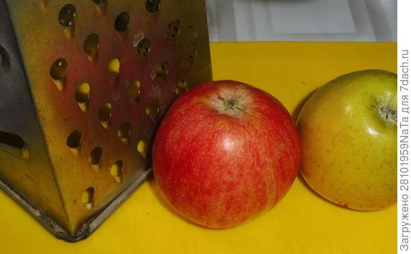 Яблочные блины с малиновым сиропом. Пошаговый рецепт с фото