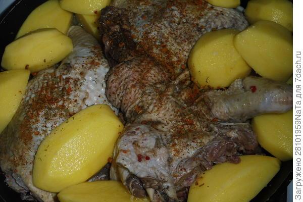 Домашний петух с картофелем в духовке - пошаговый рецепт с фото