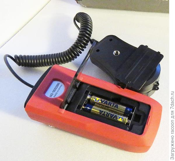 Люксметр вставляем батарейки