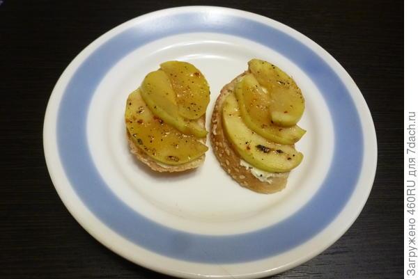 Бутерброды с солёной скумбрией и пряным яблоком - пошаговый рецепт приготовления с фото