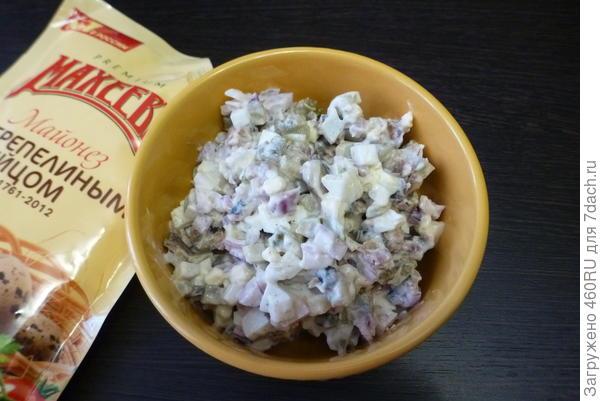 Салат со шпротами и сухариками - пошаговый рецепт приготовления с фото