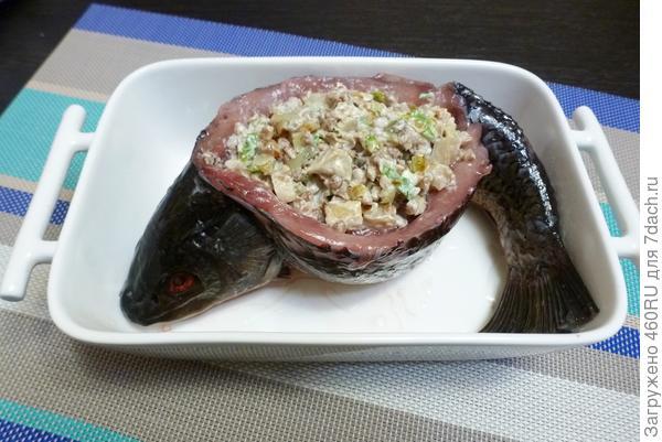 Запеченый карп, фаршированный гречкой и солеными груздями - пошаговый рецепт приготовления с фото
