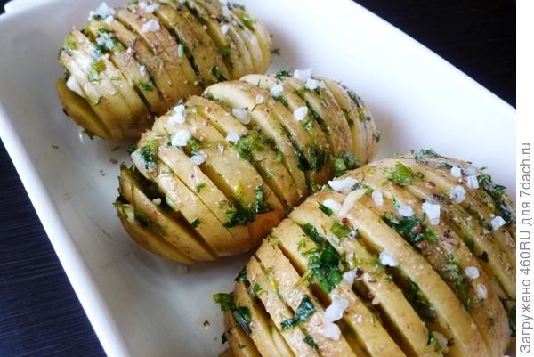 Запеченный картофель; Хассельбек; пошаговый рецепт с фото