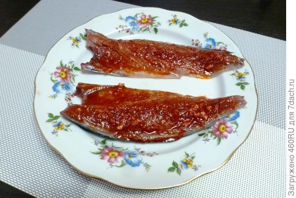 Скумбрия, запечённая с чесноком и паприкой - пошаговый рецепт приготовления с фото