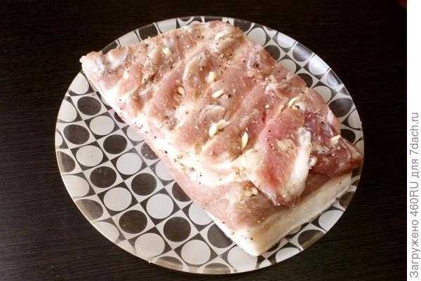 Запеченная грудинка под хлебной шубкой - пошаговый рецепт приготовления с фото