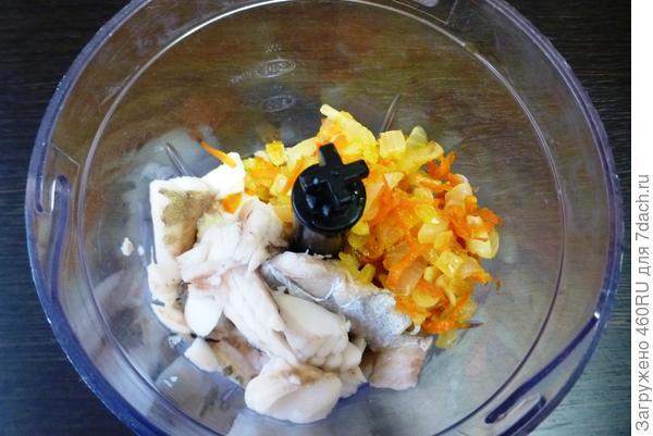 Диетический паштет из минтая, с добавлением лука, моркови и оливок. Пошаговый рецепт и фотографии
