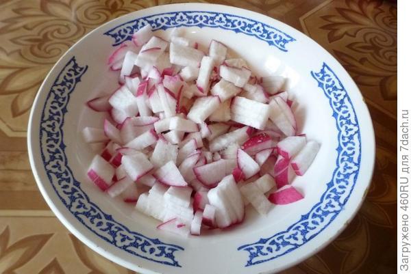 Салат из редиски с яйцом и обжаренным луком - пошаговый рецепт приготовления с фото