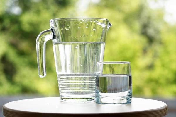 Нет ничего лучше для кишечника, чем обычная негазированная вода