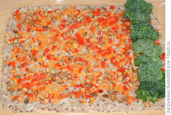 Рулет из мясного фарша с киноа, овощами и грибами; Новогодний; пошаговый рецепт приготовления с фото