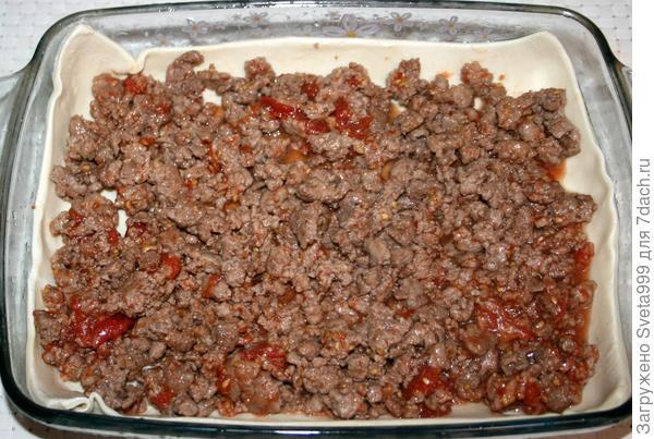 Лазанья из слоеного теста с мясным фаршем и лесными грибами - пошаговый рецепт приготовления с фото