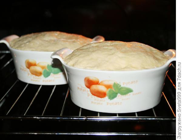 Мясо с овощами и грибами под хлебной крышкой - пошаговый рецепт приготовления с фото