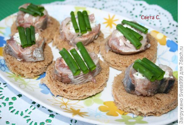 Рулетики из сельди с плавленым сыром. Рецепт закуски с пошаговыми фото