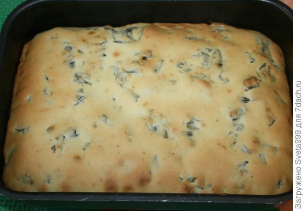 Заливной пирог со щавелем: начинка остается в центре пирога. Пошаговый рецепт с фото