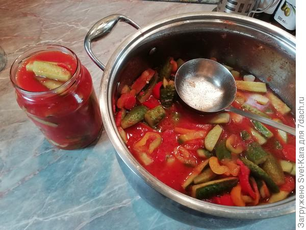 Салат из огурцов в томатном соке на зиму - пошаговый рецепт с фото