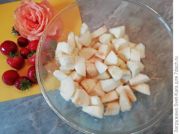 Блинчики с мармеладными яблочками и клубникой. Пошаговый рецепт приготовления с фото