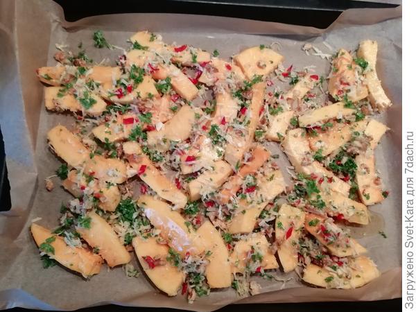 Теплый салат из запеченной тыквы с орехами и пармезаном. Пошаговый рецепт с фото