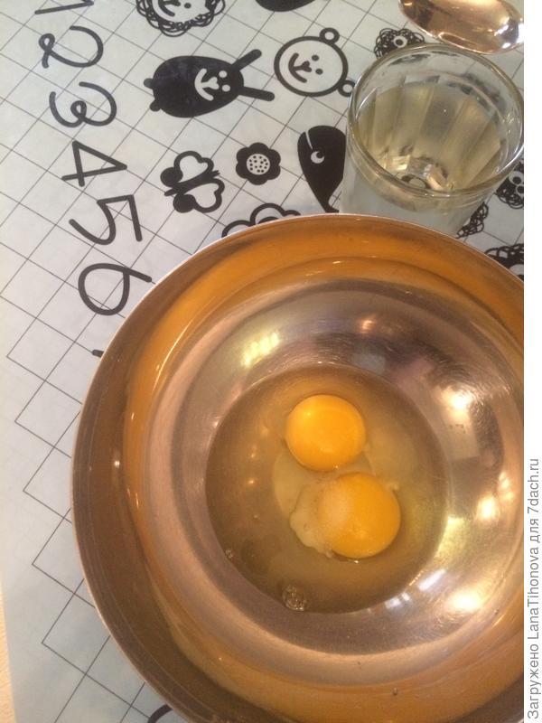 Яйца, соль, уксус, вода