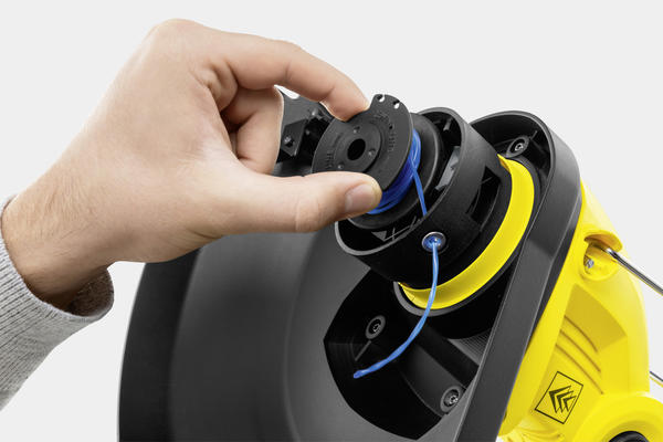У аккумуляторных триммеров Karcher есть система автоматического удлинения лески, которая обеспечивает постоянную рабочую ширину кошения