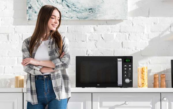 Выберите простую и надежную модель нового поколения, дайте ей шанс проявить себя в новом качестве – и микроволновка вас удивит!