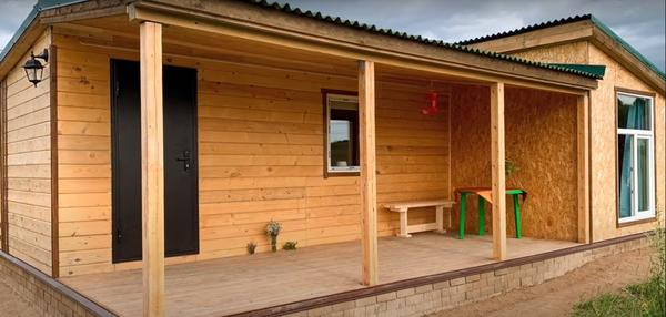 Дом из деревянной бытовки с пристройкой. Фото с канала Бородины. Приумножая радость