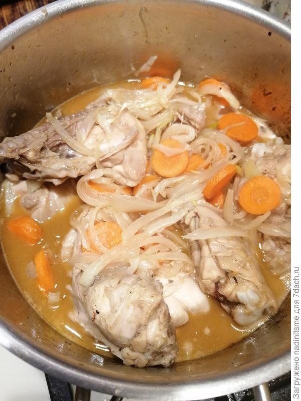Цыпленок с овощами и шампиньонами, тушенный в вине. Пошаговый рецепт фото