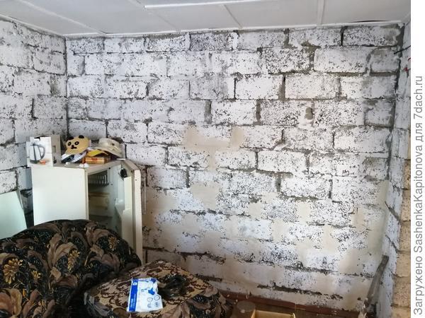 Стены внутри домика