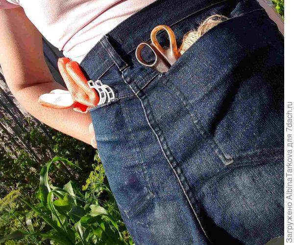 """""""Джентельменский набор"""" для подвязки томатов: шпагат, перчатки, ножницы и клипсы - все в удобном фартуке"""