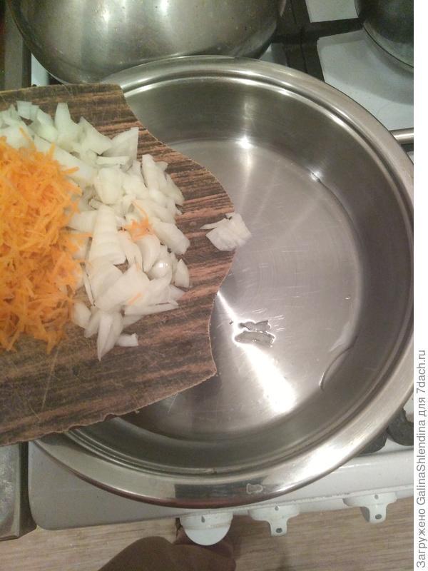 Шампиньоны, фаршированные овощами с сыром. Пошаговый рецепт приготовления с фото