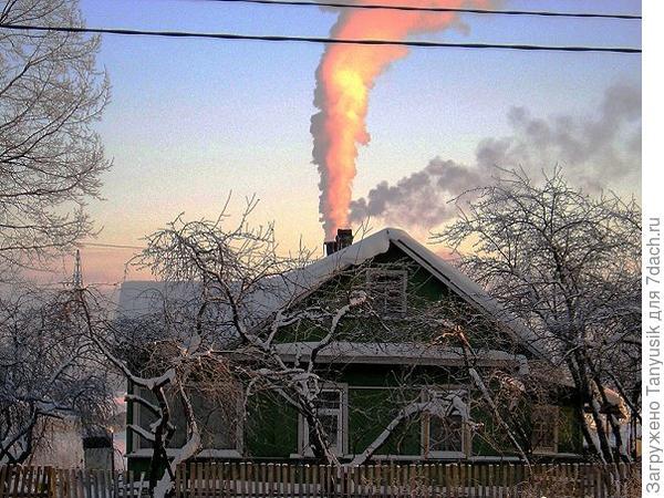 Мороз трещит. В частных домах топят печки...