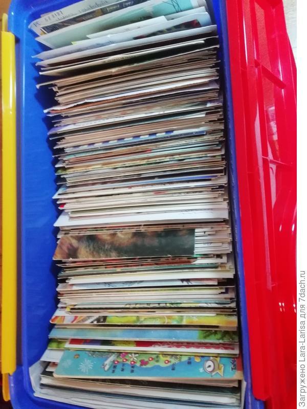 один из контейнеров с полученными открытками