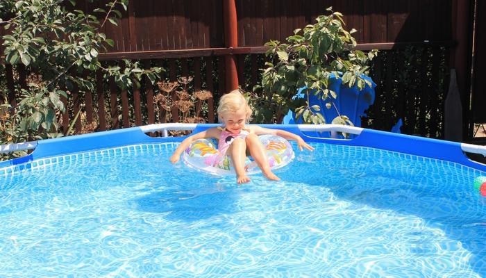 Осветляем воду в бассейне
