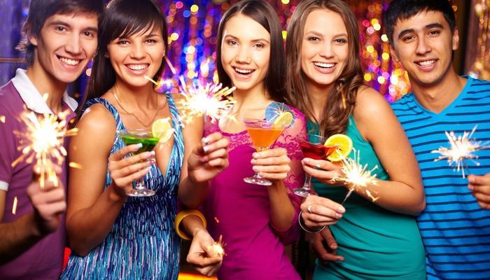Как провести новогодние праздники: 10 нескучных идей