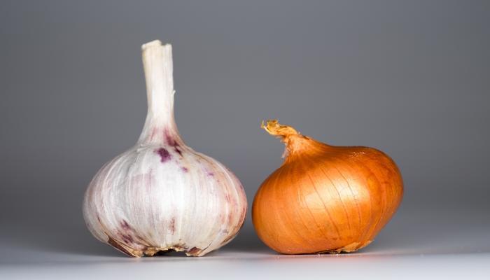 Рецепты здоровья: лук и чеснок против грибковых заболеваний кожи