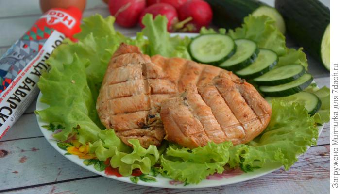Куриное филе в маринаде из томатного соуса и айрана