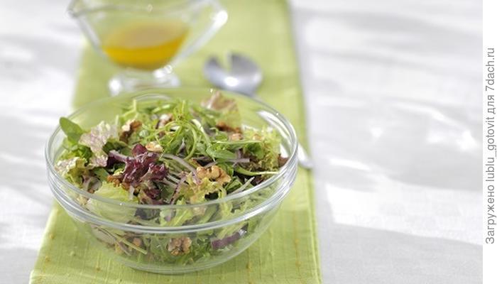 Зеленый салат с орехами: легкое блюдо для тонкой талии