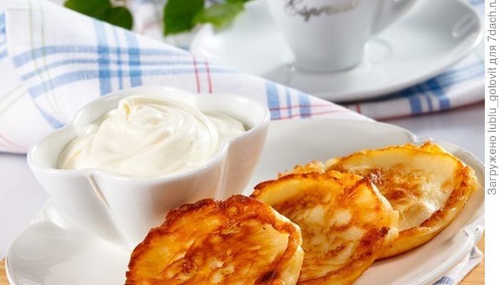 Секрет сытного завтрака - сырники с бананом и курагой