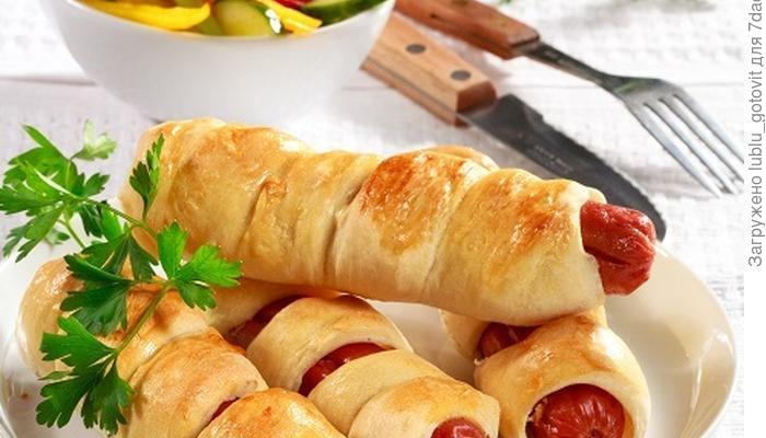 Собираемся на пикник: сосиски, запеченные в тесте