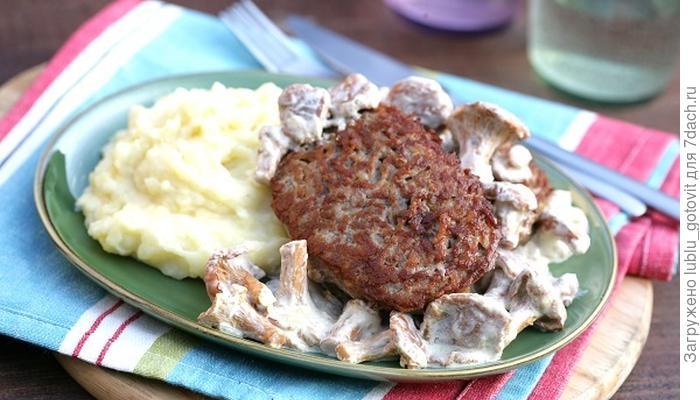 Рубленый стейк с соусом из лисичек: идеальное сочетание к ужину