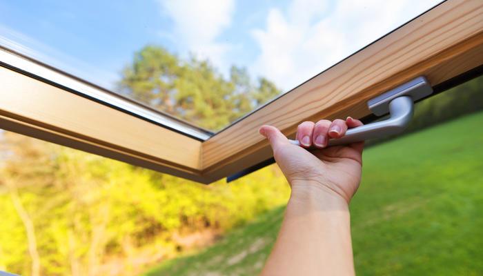 Мансардные окна: рядовые конструкции и удивительные новинки