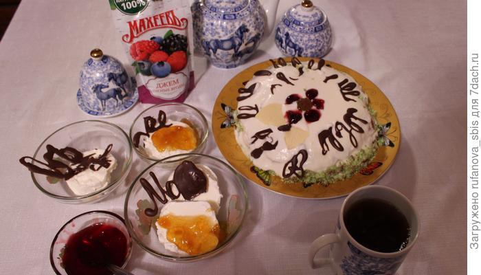 Медовый торт с вишневым джемом