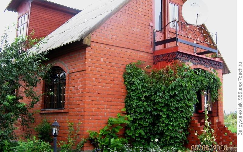 Историю нашего дома надо начинать издалека… Всю жизнь мой отец мечтал вернуться в своё военное детство и построить свой дом в Калужской области.