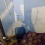И тут ХОП! Что это такое мы видим за картошкой? Правильно, первый вентиляционный канал, с посудиной для сбора возможного конденсата...