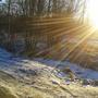 Редкие солнечные лучи пытаются согреть промерзшую землю.