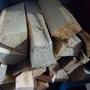 Если дрова немного сырые, то складываем их перед протопкой между котлом и печной трубой. Просыхают быстро.